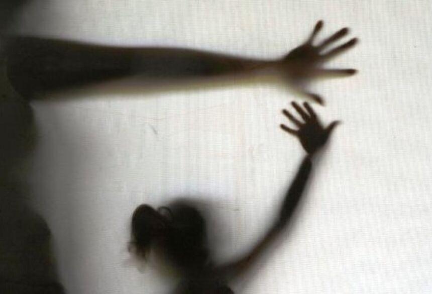 A pena prevista para os casos de estupro pode variar entre 6 a 30 anos de prisão.