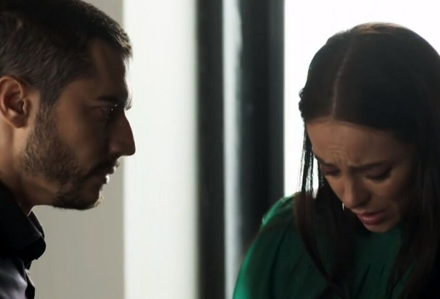 Desconfiado, Camilo (Lee Taylor) colocará Vivi (Paolla Oliveira) contra a parede em A Dona do Pedaço