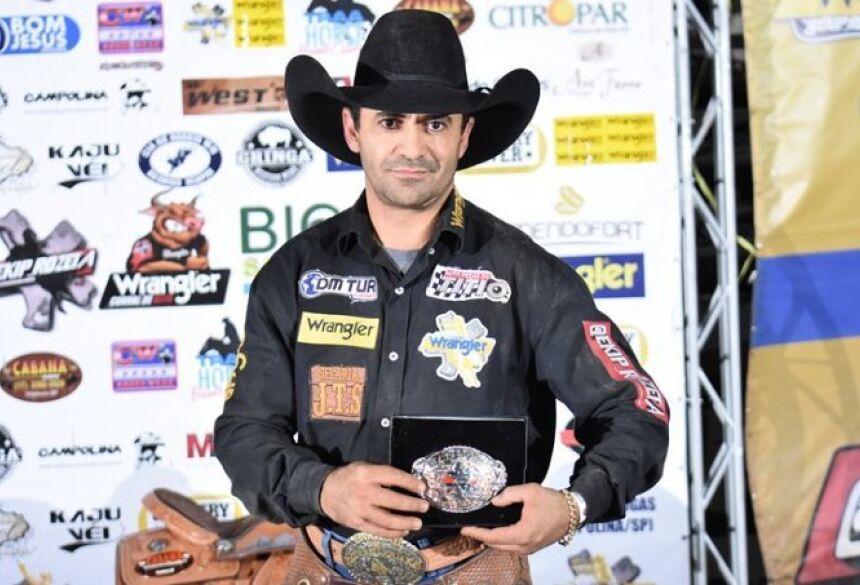 Altamiro Lima dos Santos é campeão nacional de montaria em cavalos