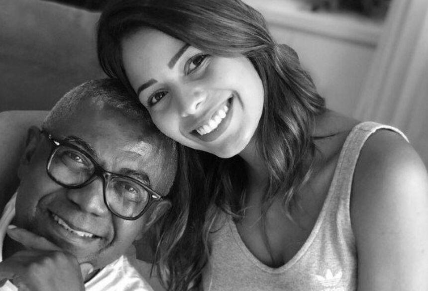 Bianca ao lado do pai Reinaldo, o príncipe do pagode Foto: Reprodução/Instagram
