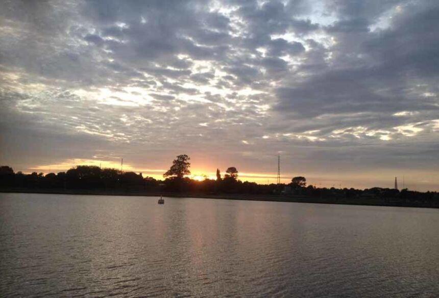 Belíssimo nascer do sol na Orla de Fátima do Sul ( AdeLuz)