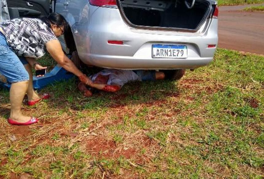 De acordo com a PM, o carro falhou na subida e a vítima saiu para empurrar o veículo.