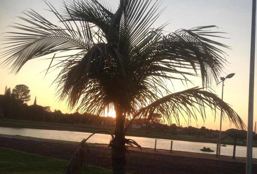 O nascer do sol na Orla de Fátima do Sul-MS (AdeLuz)