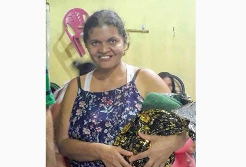 Aninha é conhecida da região por buscar sopa no bairro Santa Emília - Crédito: Redes Sociais