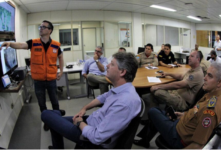 Reunião na Sala de Situação contou com as presenças do secretário Jaime Verruck e do comandante do CBMS, coronel Joílson Amaral