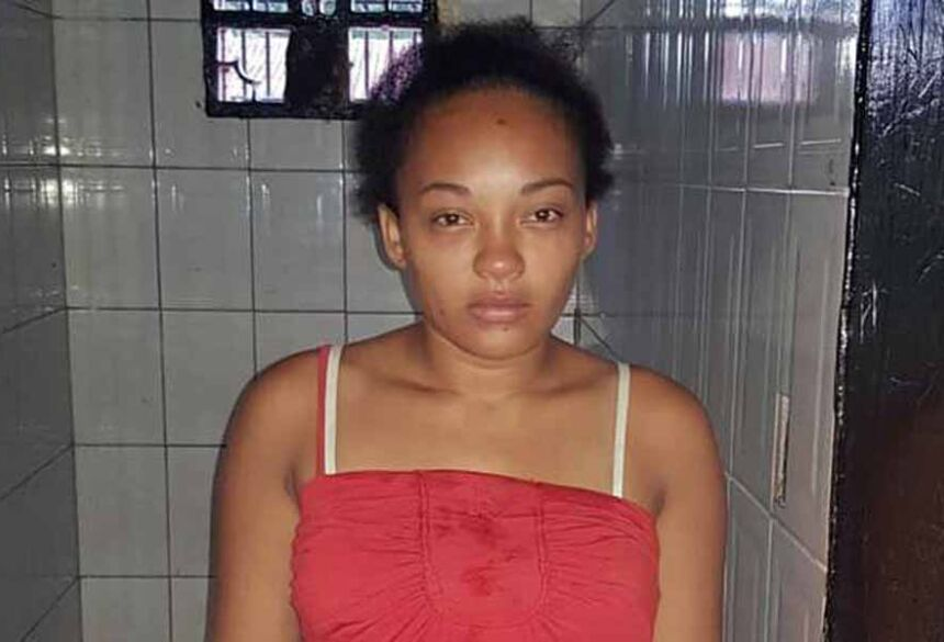 Leidiane Piedade da Silva, 25 anos, foi presa acusada de tentar matar uma mulher de 32 anos a facadas na madrugada deste domingo