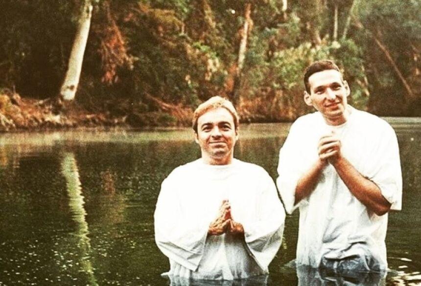 Gugu foi batizado pelo padre Marcelo Rossi. Foto Reprodução