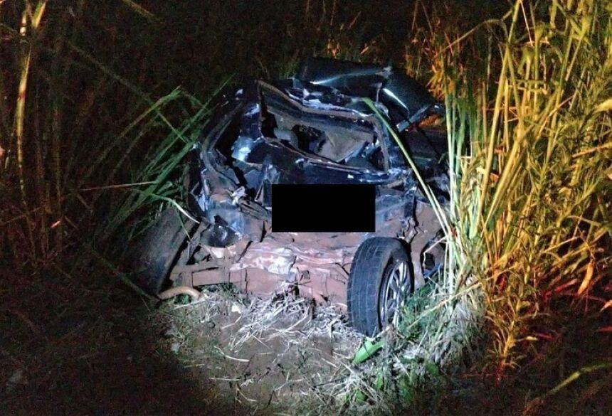 Fiat Uno ficou totalmente destruído - Imagem: Cedida pela PRF