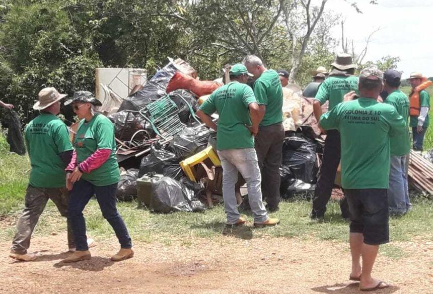 Fátima do Sul: Ação conjunta usam 30 embarcações e retiram uma tonelada de resíduos do rio Dourados