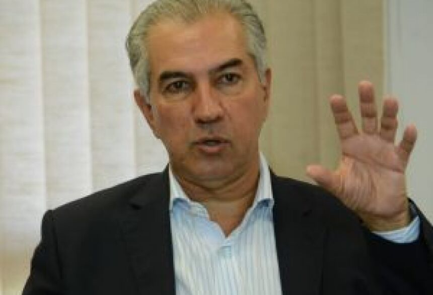 Governador Reinaldo Azambuja durante coletiva nesta segunda-feira - Bruno Henrique/Correio do Estado