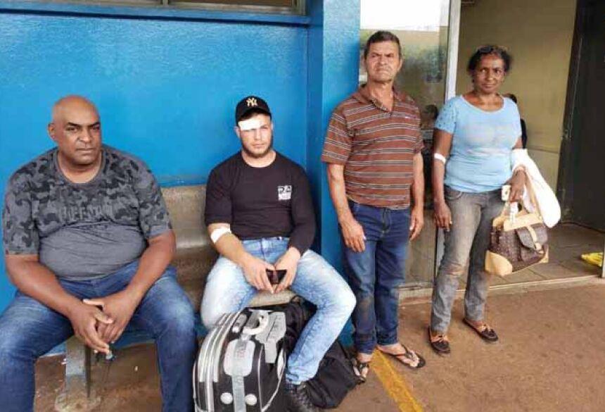 Passageiros esperam mais de sete horas no hospital