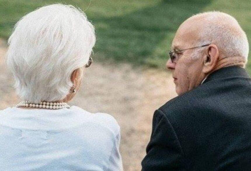 Robert e Corinne Johnson Foto: Reprodução/Facebook