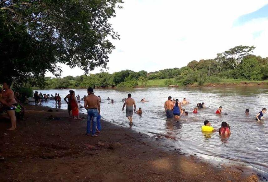 Imagens dos banhistas no Rio Dourados (AdeLuz)