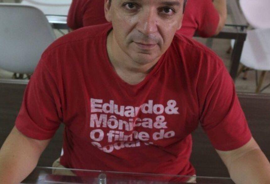 Espíndula trocou de operadora: conseguiu mais internet no celular e incluiu a filha no pacote. Foto: Pedro Teixeira.