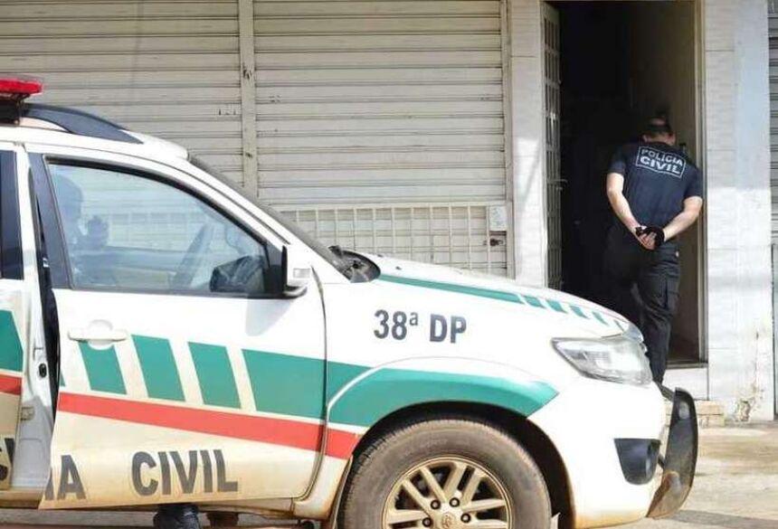 Equipes da Polícia Civil continuam investigações em prédio onde assassinato aconteceu