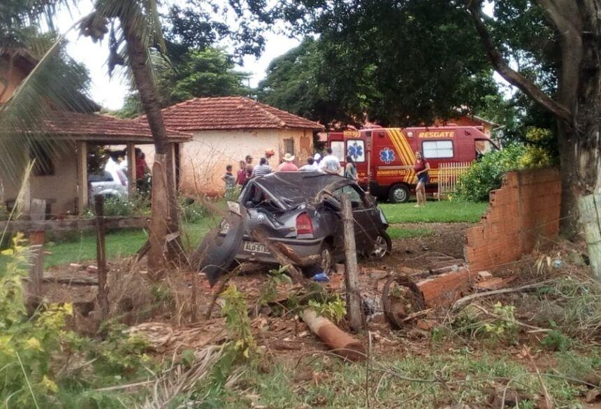 Carro V.W. Gol ficou destruído - Foto Portal Angélica