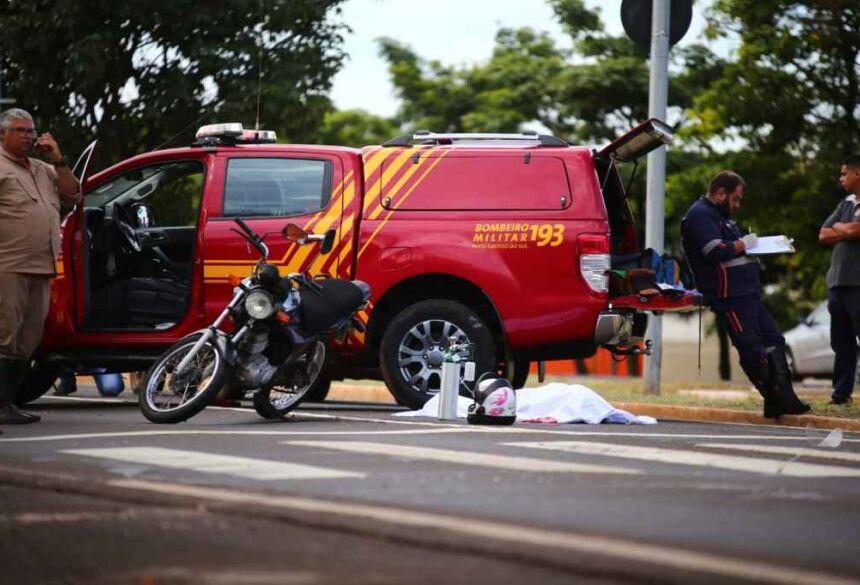 Foi tentada reanimação, mas motociclista não resistiu (Marcos Ermínio, Midiamax)