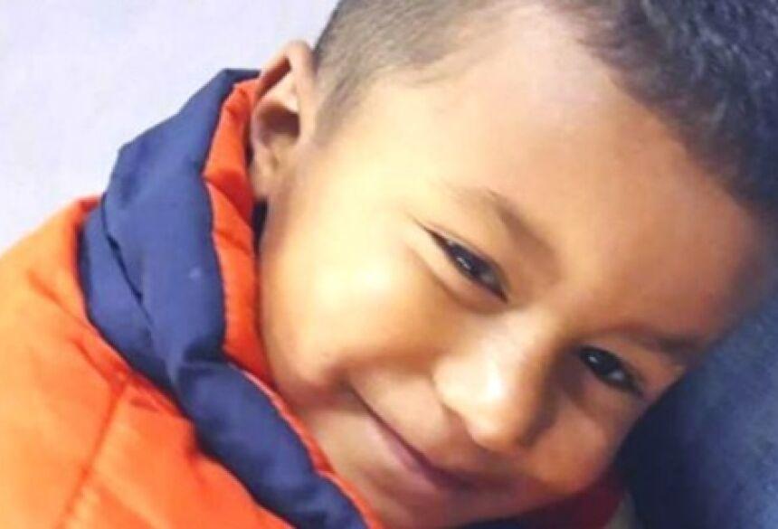 o pequeno Júlio, de cinco anos, morador do Ouro Verde, em Ponta Grossa.