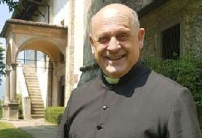 O padre Giuseppe Berardelli, de 72 anos, morreu no hospital de Lovere, em Bergamo