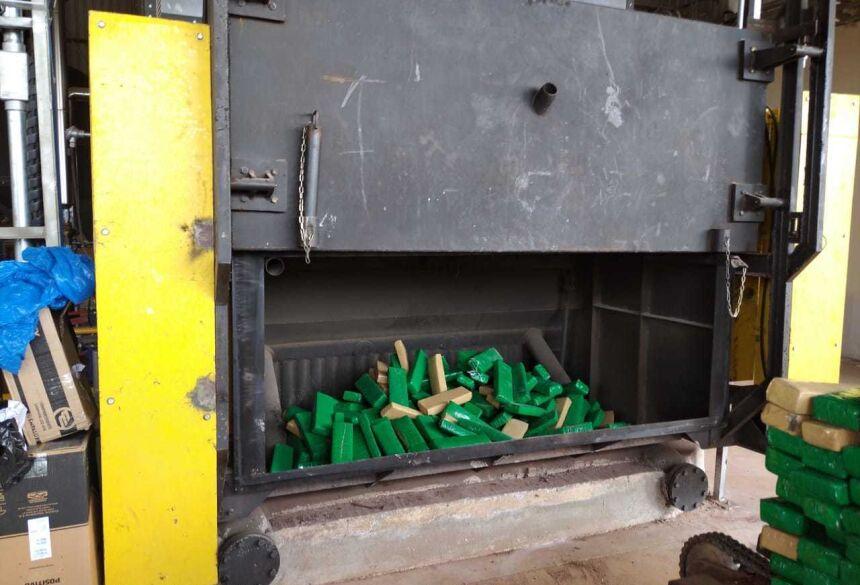 As drogas incineradas são resultados de apreensões conjuntas com a Polícia Militar, ocorridas nos últimos meses no município.