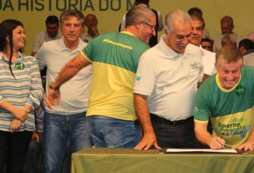FOTOS: LUCAS MOURA - ASSESSORIA - Jateí: Eraldo assina com Reinaldo Azambuja mais de R$ 700 mil para investimentos em Nova Esperança
