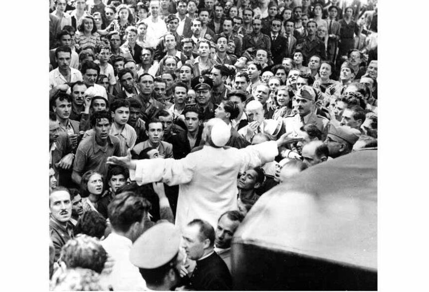 Foto do dia 15 de outubro de 1943 mostra o Papa Pio XXI em Roma — Foto: Anônimo/Associated Press