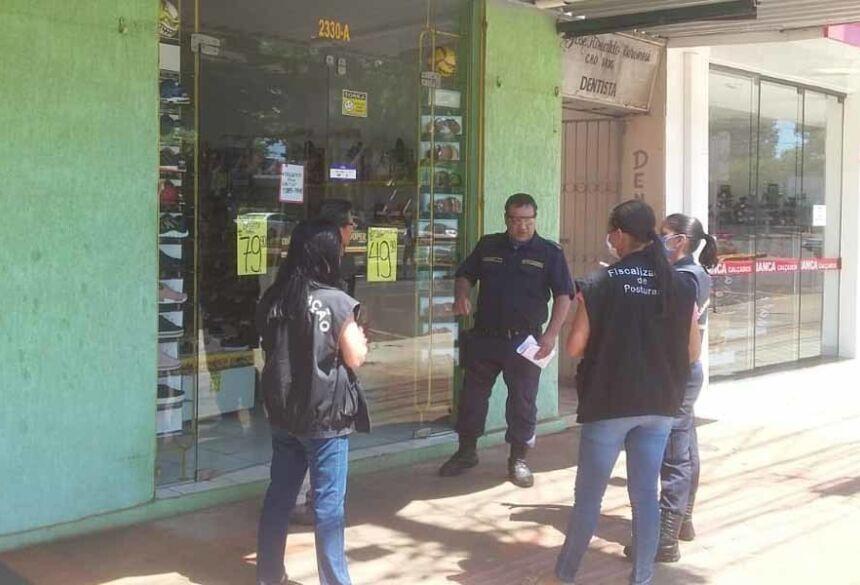 Guarda fiscalizou 60 estabelecimentos comerciais por descumprirem decreto Foto: GMD