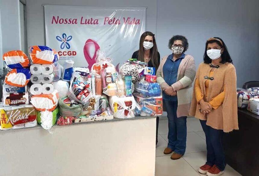 várias Doações, de acordo com o solicitado, como fraldas, produtos de higiene pessoal e cobertas.