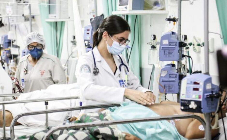 'Vamos viver dias terríveis': MS chega a média de 850 casos por dia e internações aumentam