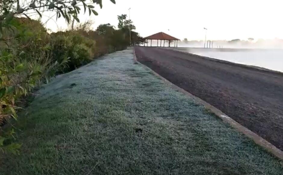 Com sensação de -1ºC, Orla de Fátima do Sul tem amanhecer 'polar' nesta quinta-feira, ASSISTA