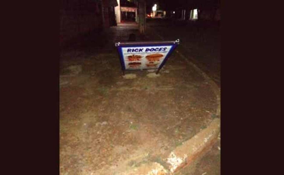 Vândalos danificam placa de anuncio de comerciante em Fátima do Sul