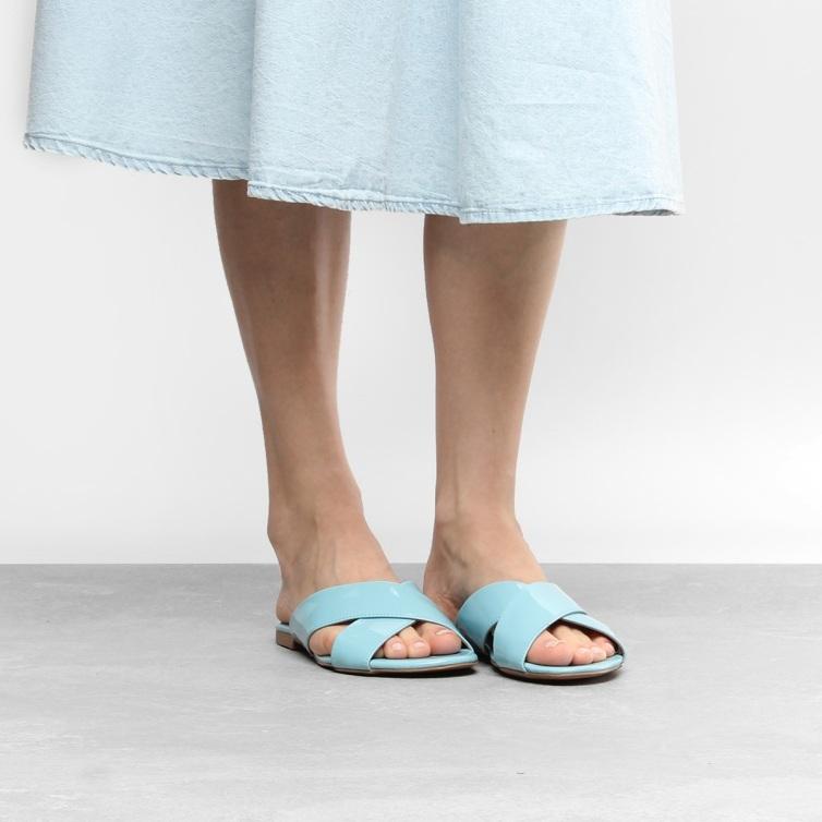 7620fc57e Um tom que pode parecer inusitado em calçados, mas que vai dominar as  prateleiras das lojas do setor no ano de 2018.