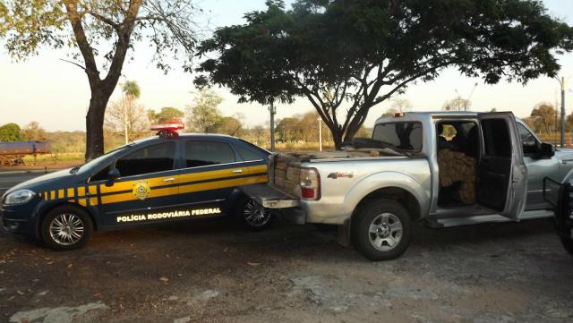 Carro  abarrotado de maconha foi apreendido - Foto: Divulgação