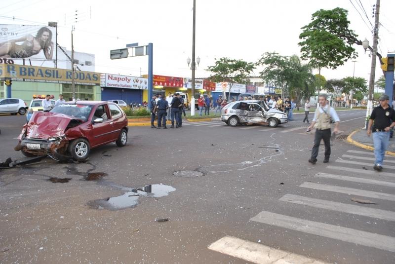 O acidente aconteceu na Avenida Marcelino Pires com a Rua Aquidauana. Foto: Sidnei Lemos (Bronka)