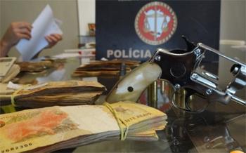Operação do Gaeco, Receita e MPE apreendeu dinheiro e até arma de fogo (Foto:Divulgação)