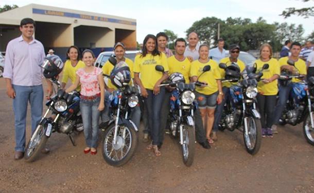 Prefeito Júnior Vasconcelos; secretária de Saúde, Josiane Oliveira; vice-prefeito, Gilberto da Silva <br>secretário Distrital, João Rodrigues e os Agentes Comunitários de Saúde.