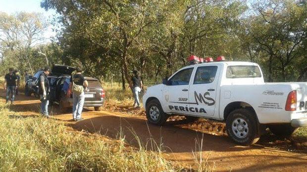 Per�cia no local onde corpo foi encontrado, na sa�da para Terenos - Foto: Valdenir Rezende / Correio do Estado