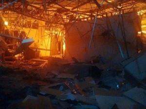 Após ação dos bandidos, agência foi destruída pelo fogo. (Foto: Direto das Ruas)