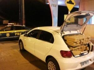 Gol abandonado na BR-463 após fuga de traficante (Foto: Divulgação)