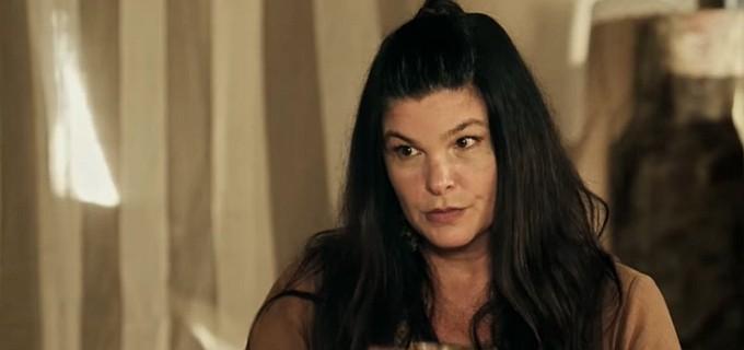 Cristiana Oliveira (Mara) em cena de A Terra Prometida; vilã tentará virar feiticeira