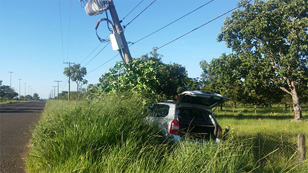 Motorista foi levado para o hospital pelo Corpo de Bombeiros (Renata Portela)