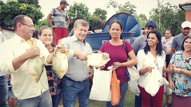 FOTO: LUCAS MOURA - Prefeitura distribui peixes à população em JATEÍ