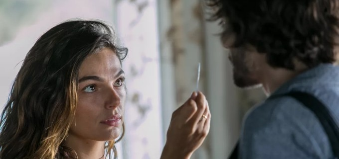 Ritinha (Isis Valverde) e Ruy (Fiuk) em A Força do Querer; mocinha mente sobre paternidade - REPRODUÇÃO/TV GLOBO