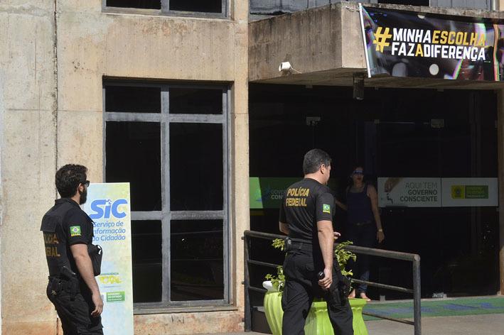 Policiais federais fazem buscas na Secretaria de Estado de Educação, onde Jodascil da Silva Lopes trabalhou - Álvaro Rezende/ Correio do Estado
