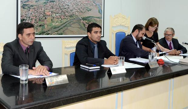 FOTO: ROGÉRIO SANCHES / FÁTIMA NEWS - Mesa Diretora da Câmara Municipal de Fátima do Sul