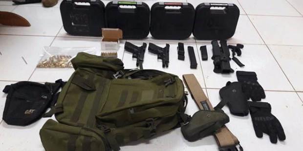 Foram apreendidos 16 celulares duas pistolas e centenas de munições - Foto: Divulgação