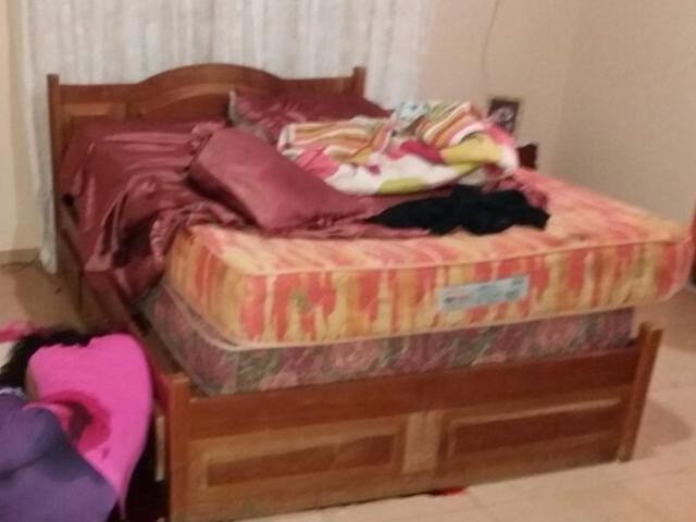 Mulher foi morta a tiros no quarto do casal (Foto: Porã News)