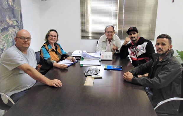 FOTO: JABUTY - Organizadores no gabinete do prefeito de Bonito - Odilson Soares e secretariado