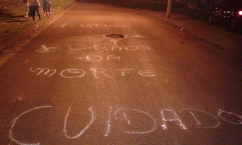 Populares citam buraco como causador da morte de motociclista - Foto: Divulgação