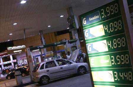 Suspenso aumento dos impostos do combustível e preço deve baixar
